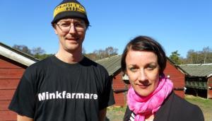 Minkfarmare Niklas och programledaren för Kära Medborgare: Jennie Dielemans