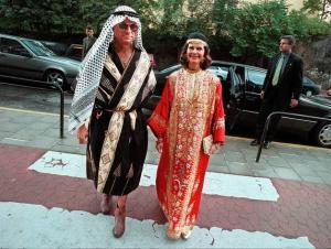 Kungaparet på Bonnierfest: När Hans-Jacob Bonnier fyllde 50 år 1998 fanns kungen och Silvia bland gästerna – utklädda till schejkpar.